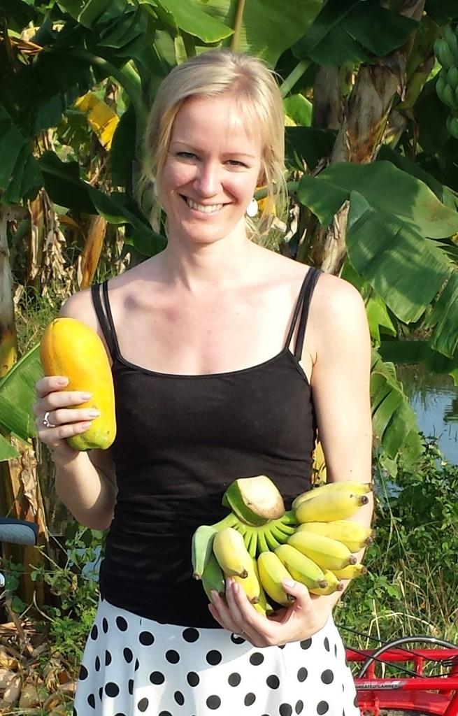 Anette med bananer