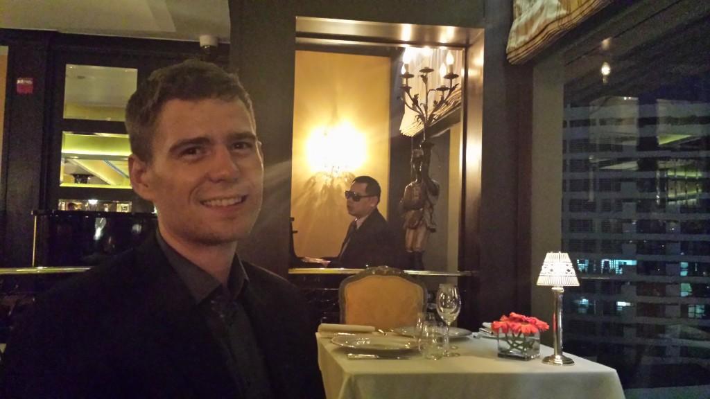 Bangkok restaurant Thomas pianist