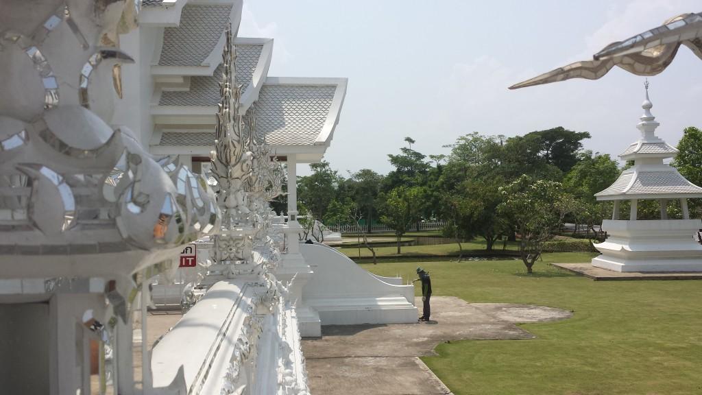 Wat Rong Khun maler