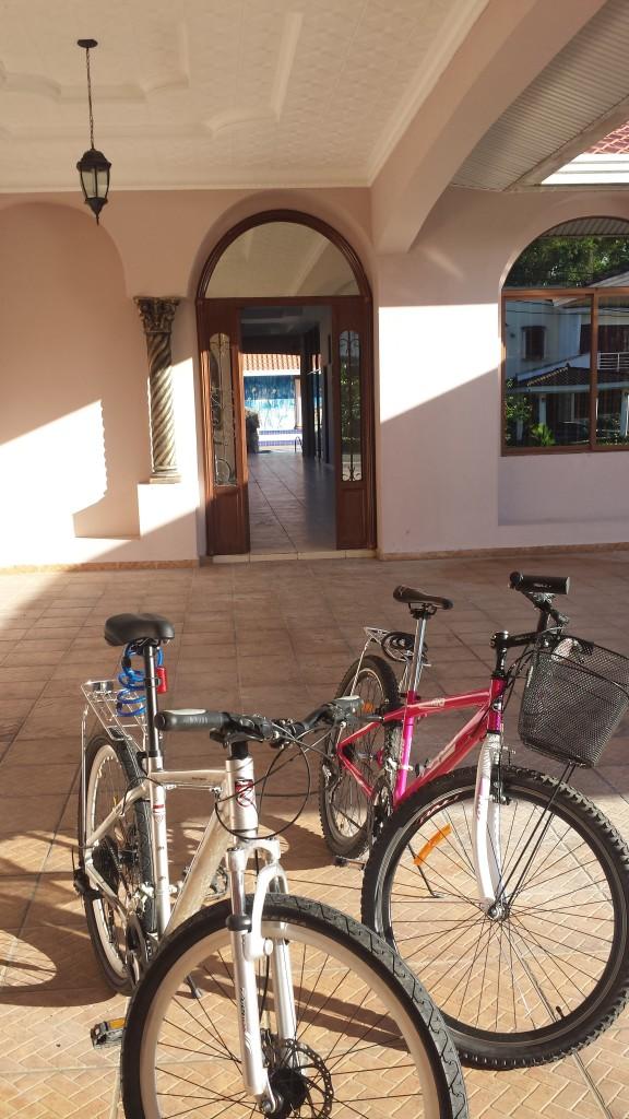 Cykler foran udendors gang