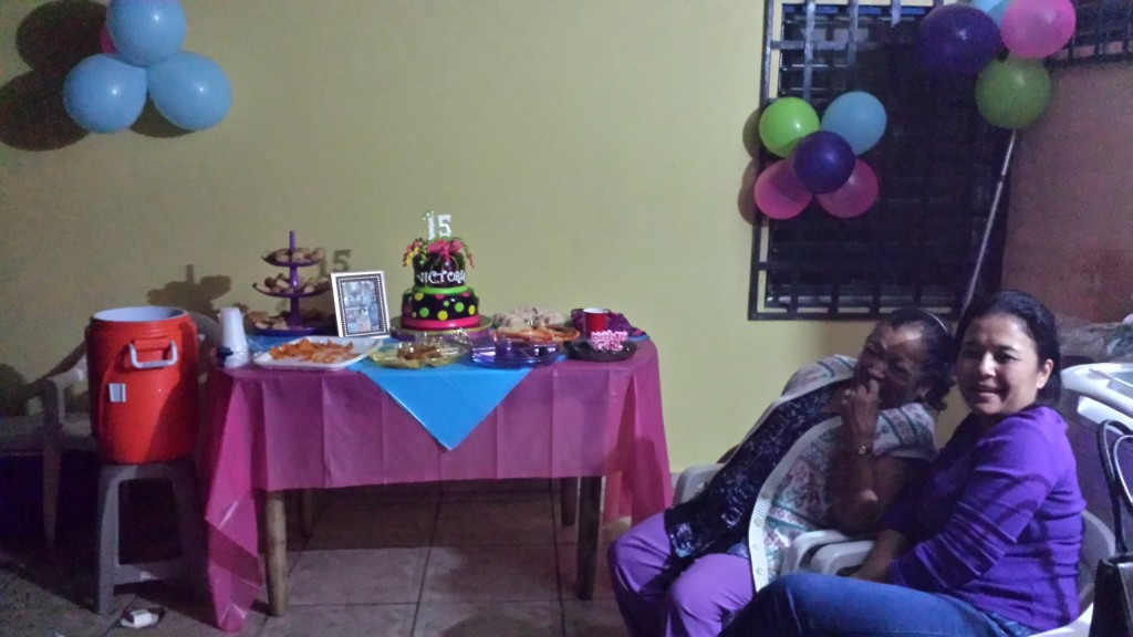 Fodselsdagsfest kagebord