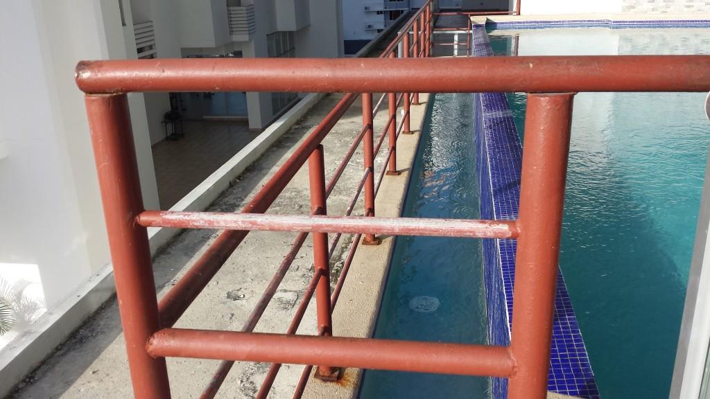Grimme billeder ved siden af pool2