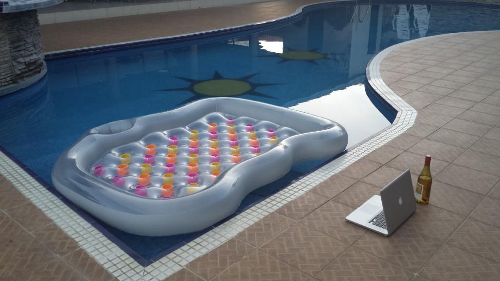 Luftmadras i pool4