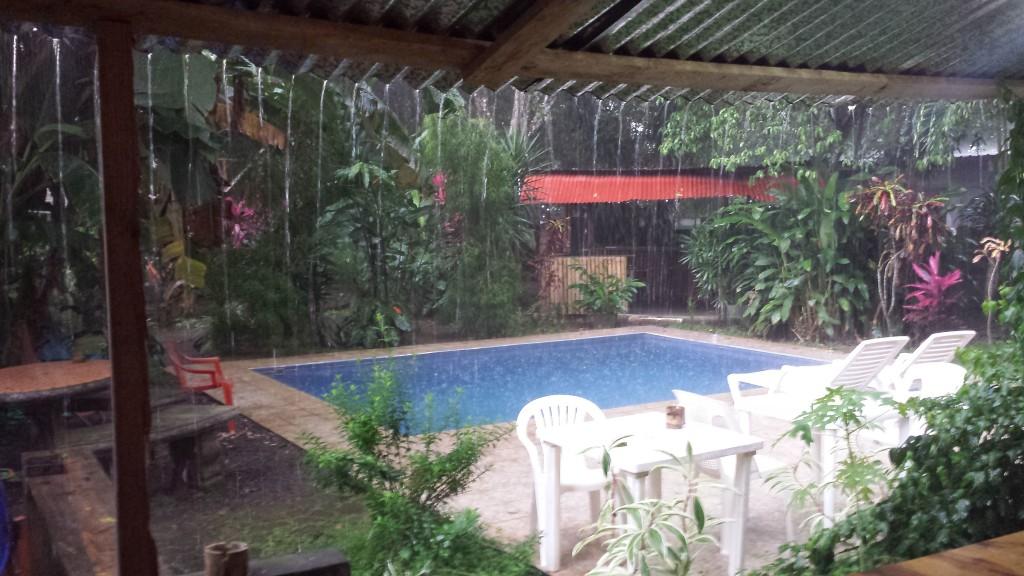 Pool i regnvejr2