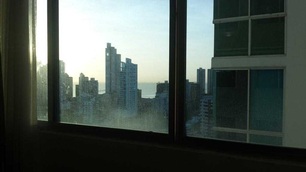 View ud over Panama fra lejlighed beskidt rude2
