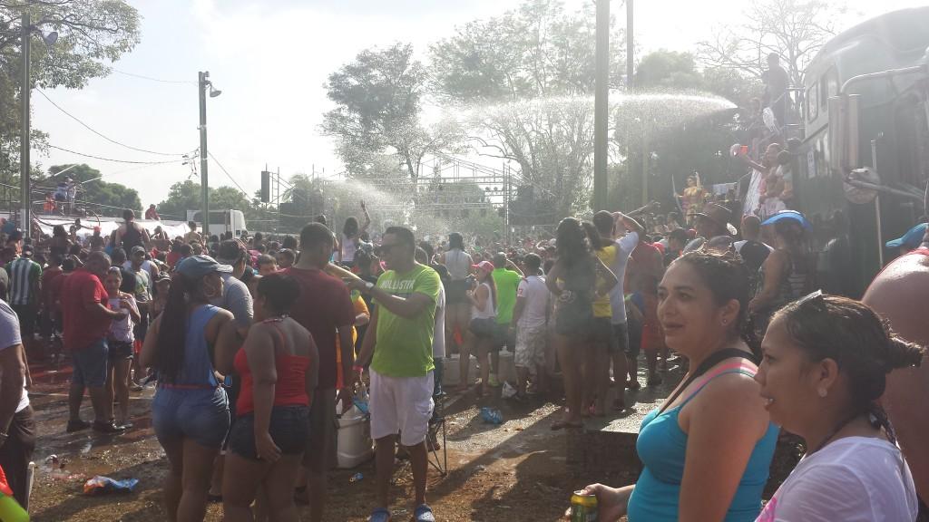 Karneval i Dolega vanddanseomraadet8