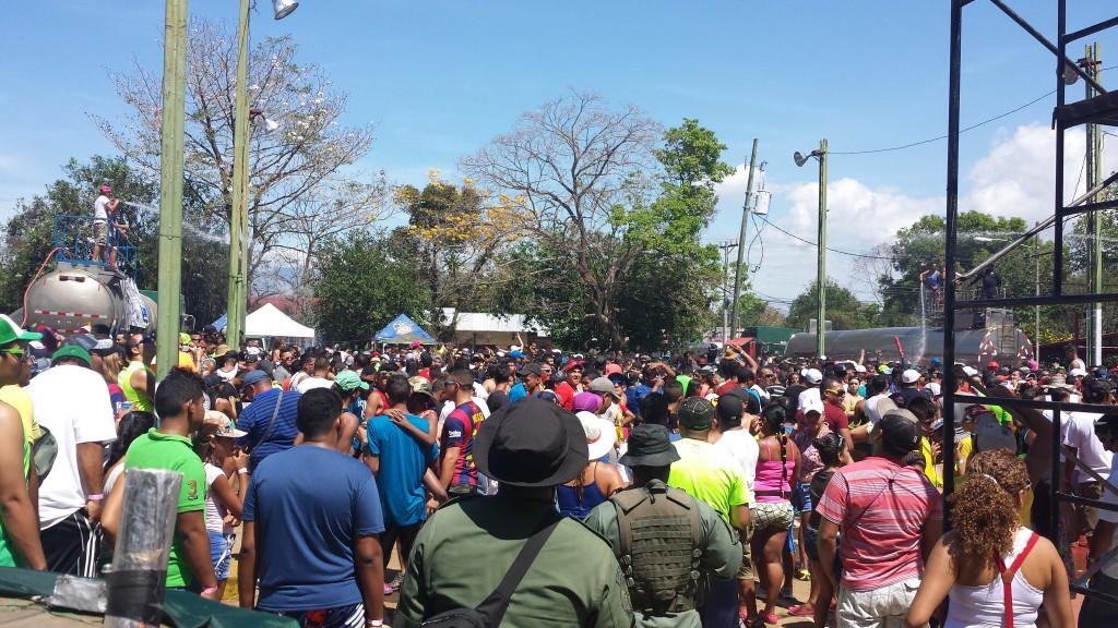Karneval i Dolega8 (med politi)