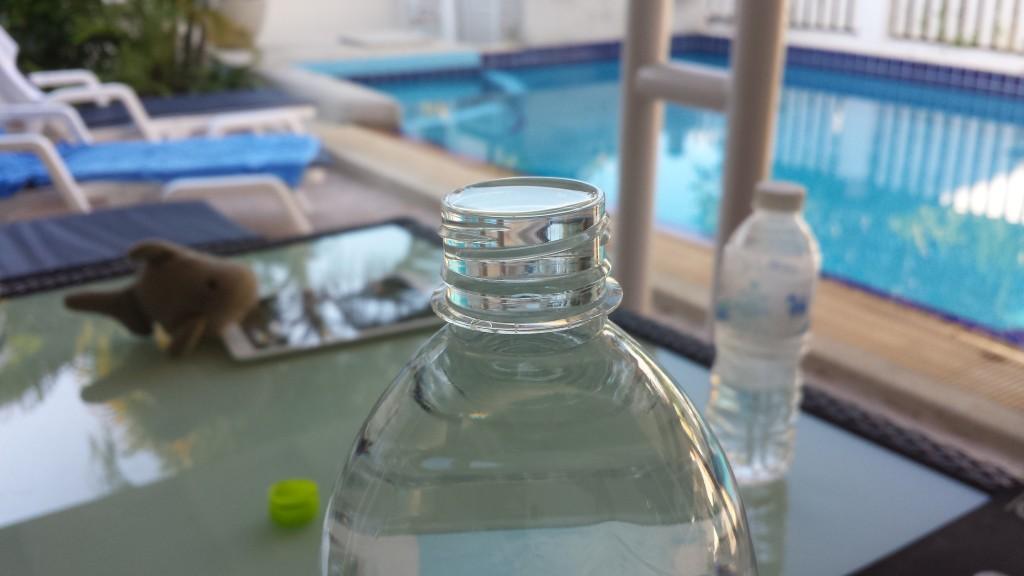 Fyldt vandflaske