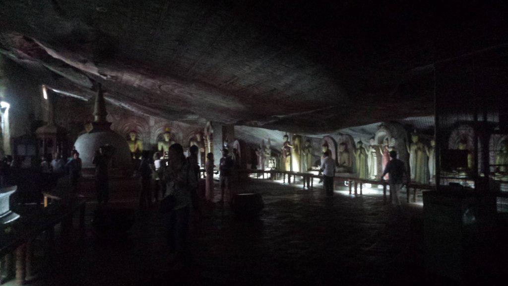 Dambulla cave temple10