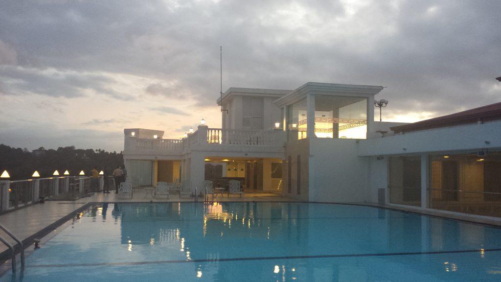 Kandy hotel pool2